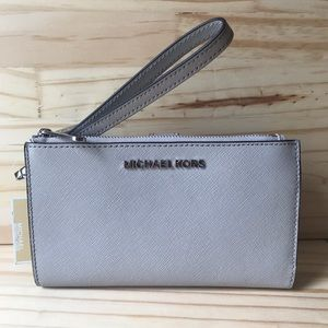 🎀New With Tags Michael Kors Wallet🎀